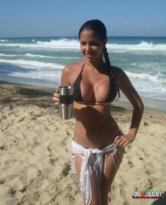 Sexy mamasita en sesion de fotos mostrando su vestido sexy - 2 9